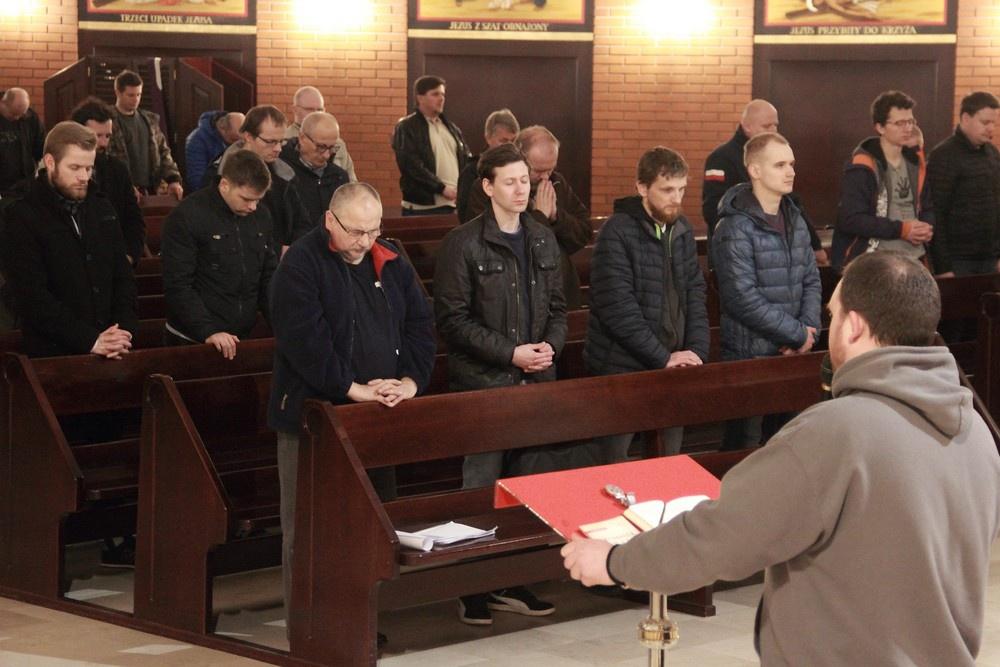 Z Piotrem, łotrem i apostołami